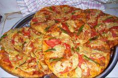 Steenovenpizza met tonijn en groentetuin van oma Turkije