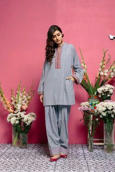 #dailystylish #highfashion #bridal #fashion #palazzo #salwarsuit #embroidery #pants #velvet #kurta #bride #velvet #salwarsuit #salwarkameez #lehnga #sare #anarkali #kurti #sharara #lehngacholi #tunic #shalwar Pakistani Fashion Casual, Pakistani Dresses Casual, Pakistani Dress Design, Indian Dresses, Indian Outfits, Indian Fashion, Stylish Dresses, Simple Dresses, Beautiful Dresses