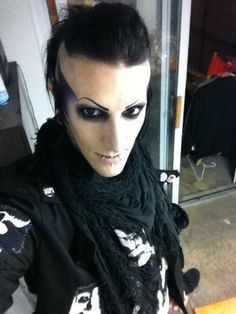 Chris Motionless I love his hair I wish I could pull it off Emo, Goth Guys, Motionless In White, Any Music, Music Stuff, Music Bands, Dyed Hair, Beautiful Men, Halloween Face Makeup