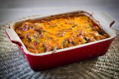 Mexican casserole with home made sauce. (In Dutch but with translator) Mexican Salsa, Mexican Casserole, Low Sodium Recipes, Vegan, Cheddar, Lasagna, Baking Recipes, Macaroni And Cheese, Food And Drink