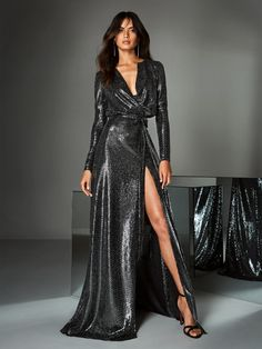 Check out our 2019 Cocktail & Evening dresses Collections and find the perfect dress for your event. We have a large range of colors, from blue to pink, black and red and even more and dresses in all lengths, from midi to maxi. Long Sleeve Evening Dresses, Black Evening Dresses, Formal Dresses, Party Dresses, Glamour Fashion, Couture Fashion, Beautiful Dresses, Ideias Fashion, Fashion Dresses