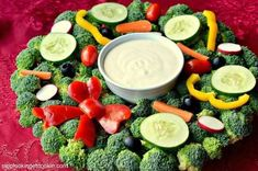 8 Healthy and Festive Holiday Fruit & Veggie Trays Christmas Veggie Tray, Christmas Potluck, Christmas Party Food, Christmas Appetizers, Veggie Platters, Vegetable Trays, Relish Trays, Potluck Dishes, Food Displays