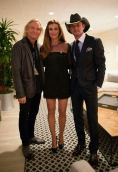 Joe Walsh paid a visit to see Tim McGraw & Faith Hill's show in Las Vegas! Country Love Songs, Country Music Stars, Country Music Singers, Country Boys, Country Artists, Tim And Faith, Faith In Love, Tim Mcgraw Faith Hill, Hot Couples