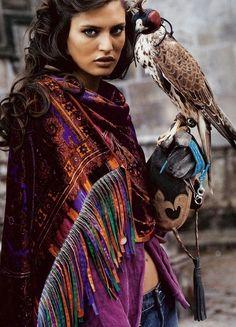 Die Falkenjagd gehört zur Kultur Assurans. Das Tiersymbol des Falkens ist zu Assurida zugeordnet.