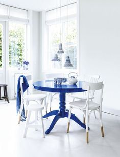 DIY Painted classic dining table - Blue