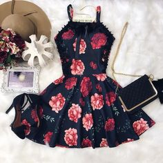 Uploaded by Didy Directioner🍒. Find images and videos about girl, fashion and style on We Heart It - the app to get lost in what you love. Date Outfits, Dress Outfits, Casual Dresses, Short Dresses, Fashion Dresses, Summer Dresses, Fashion Clothes, Girl Fashion, Teenage Outfits