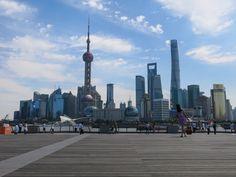 W Shanghaju spędziliśmy 2 dni, gdzie zachwycaliśmy się supernowoczesnym centrum miasta z budynkami sięgającymi nieba (w tym wieżowiec SWFC – do niedawna najwyższy na świecie) oraz zasmakowaliśmy tradycji, spacerując do ogrodach Yuyuan.