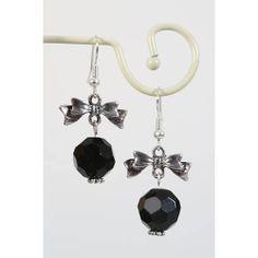 Oorbellen met zwarte facetkraal en zilveren strikje - http://www.onlinejuwelenkopen.be/zwarte-oorbellen-met-strikje?search=zwart