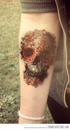 Love everything to do with tattoos and piercings / flower skull on imgfave Bild Tattoos, Body Art Tattoos, Emo Tattoos, Kawaii Tattoos, Female Tattoos, Funny Tattoos, Forearm Tattoos, Sleeve Tattoos, Tattoos For Women