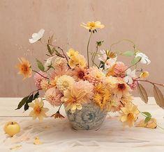 This time last week. still coming down. Congratulations M & K! Little Flowers, Fresh Flowers, Beautiful Flowers, Vase Arrangements, Floral Centerpieces, Musa, Flower Power, Planting Flowers, Wedding Flowers