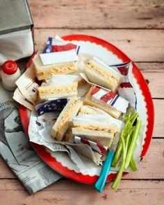 Sandwiches mit Cheddar, der mit Paprika, Koriander und Tabasco verfeinert wird.