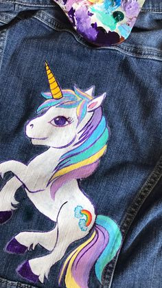 DIY Denim Unicorn Jacket old with some Painted Jeans, Painted Clothes, Diy Clothes Paint, Fabric Painting On Clothes, Diy Jeans, Denim Kunst, Thrift Store Diy Clothes, Unicorn Fashion, Unicorn Outfit