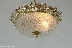 Klassieke plafonniere 25033 bij Van der Lans Antiek. Bekijk al onze antieke lampen op www.lansantiek.com
