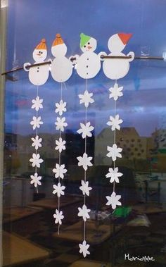 DIY Window Garland/ Mobile.....Snow Snow Snow Snowman...... suspension de bonhommes et flocons