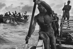 Ghana - photo by Marc Riboud Marc Riboud, Henri Cartier Bresson, Magnum, Reportage Photo, Brassai, Photoshop, French Photographers, Portraits, Getting Wet