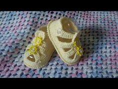 Sapatinhos de crochê estilo sandália