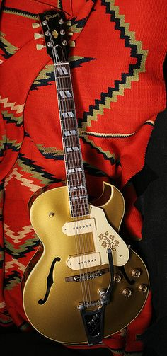 1959 Gibson ES-295 with Bigsby.