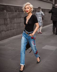 Street style look com calça jeans e blusa polo. 8 looks super chic com jeans Looks Jeans, Mode Outfits, Night Outfits, Dinner Outfits, Club Outfits, Cute Shorts, Mode Inspiration, Fashion Inspiration, Look Fashion