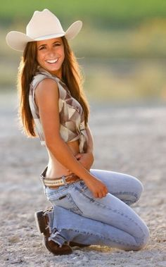 Country Girl Outfits, Sexy Cowgirl Outfits, Cute Country Girl, Looks Country, Country Women, Cow Girl, Mode Country, Country Music, Estilo Cowgirl