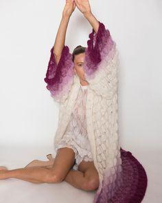 "L E T A N N E on Instagram: ""EMMA LACE COAT handmade in pink gradient 🦩 Find yours at www.letanne.com #letanneparis #letannegirls @wearletanne"" High Fashion, Womens Fashion, Sweater Weather, Lace Skirt, Knitwear, Finding Yourself, Coat, Skirts, Pink"