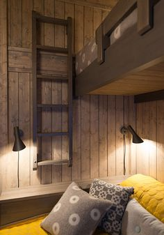 100 Simple Bedroom Ideas to Make Your Space Look Expensive Cabin Interior Design, Rustic Bedroom Design, Bedroom Decor, Bedroom Ideas, Cabin Interiors, Bungalows, Grey Walls, Interior Design Living Room, Villa