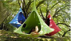 Un hamac qui se fait cabane en toile dans les arbres pour les enfants.