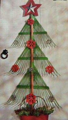 Repurpose rakes into this cute Christmas tree.  I first saw one like this in Country Living Magazine December 2017