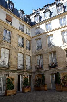 Courtyard, Paris 4eme