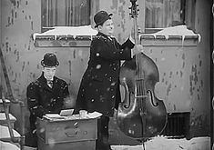 Risultati immagini per laurel and hardy gifs Laurel And Hardy, Stan Laurel Oliver Hardy, Great Comedies, Classic Comedies, Charlie Chaplin Videos, Photo Star, Sound Film, Comedy Duos, Good Old Times