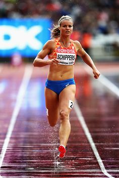 Daphne Schippers is an awesome athlete. Here she is in full flight. Dafne Schippers, Weight Loose Tips, Track Pictures, Athletic Events, Fitness Tips For Women, Gym Clothes Women, Beautiful Athletes, Muscle Anatomy, Athletic Girls
