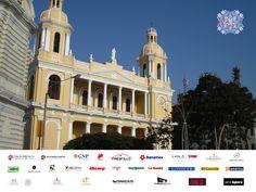 """#vivaperumexicoVIVA EN EL MUNDO. A Chiclayo se le conoce como la """"Ciudad de la Amistad"""", por la calidez y amabilidad de su gente. Uno de los atractivos de la ciudad es la Catedral, cuenta con una construcción de estilo neo clásico del año 1869 y en ambos lados de la fachada, destacan los campanarios con sus cúpulas. VIVA es una vitrina y un puente para ampliar los vínculos en diferentes rubros entre Perú y México. www.vivaenelmundo.com"""