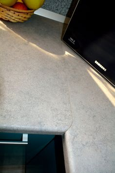 Mobilier Bucatarie MDF vopsit Turquoise lucios RAL 5021 si Bej Mat RAL 1013 imbinare blat gri piatra la 90grade Flat Screen, Kitchen, Blood Plasma, Cooking, Flatscreen, Kitchens, Plate Display, Cuisine, Cucina