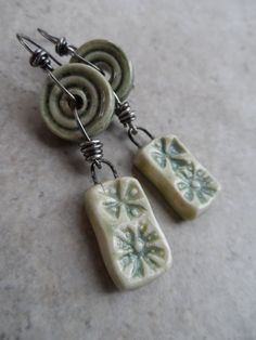 Daisy Fresh ... Ceramic and Sterling Wire-Wrapped by juliethelen