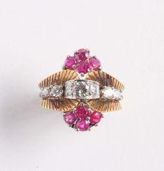 Anello con diamanti e piccoli rubini. Anni '30