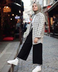 modern hijab fashion Limage contient peut-tre: 1 p - Modern Hijab Fashion, Street Hijab Fashion, Hijab Fashion Inspiration, Muslim Fashion, Modest Fashion, Fashion Outfits, Abaya Fashion, Minimal Fashion, Fashion Fashion