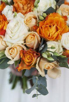 Se våre tips og ideer til hvordan brudebuketten kan se ut. Vi hjelper dere med valg av blomster til den store dagen.