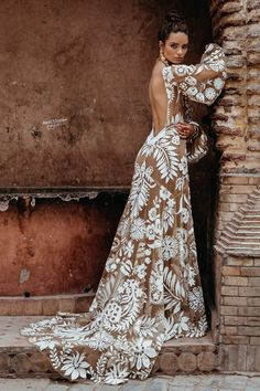 Boho wedding dresses with sleeves are so inspiring and absolutely perfect for those who love flowy light gowns. Boho chic is one of the top trending. Bohemian Wedding Dresses, Bridal Dresses, Wedding Gowns, Wedding Bride, Boho Bride, Dream Wedding, Green Wedding Dresses, Boho Gown, Wedding Beach