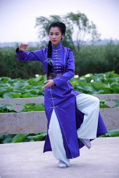 Tai Chi pose for Libra Martial Arts Gear, Martial Arts Clothing, Kung Fu Martial Arts, Chinese Martial Arts, Martial Arts Women, Karate, Tai Chi Qigong, Female Martial Artists, Shaolin Kung Fu