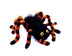 *PFUI-SPINNE!    Eine handgestrickte Vogelspinne als kuscheliges Heilmittel gegen Arachnophobie* (zusammengesetzt aus altgriech. ἀράχνη arachne, Spinn