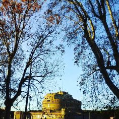 Shiny autumn day in #rome castel sant'angelo #sunday #italy