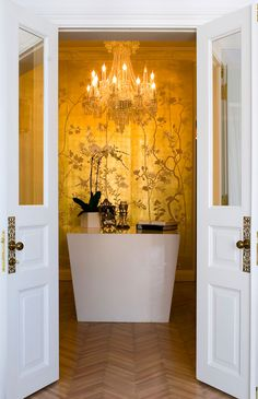 de Gournay: pattern Portobello in special colourway 22 Carat Gold gilded silk.