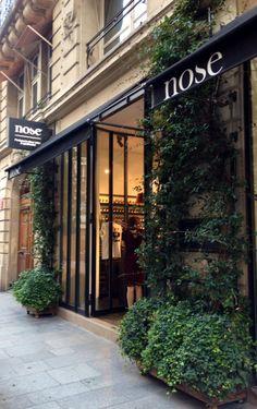 Nose, parfumeur, rue bachaumont. Paris 2.