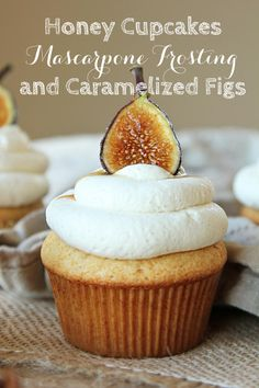 Honey Cupcakes w/ Mascarpone Frosting & Carmelized Figs Honey Cupcakes, Yummy Cupcakes, Churro Cupcakes, Savory Cupcakes, Healthy Cupcakes, Just Desserts, Delicious Desserts, Yummy Food, Mini Cakes