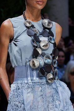Giorgio Armani Spring 2020 Ready-to-Wear Collection - Vogue Fashion Week, Fashion 2020, Spring Fashion, Fashion Show, Fashion Outfits, Fashion Design, Fashion Trends, Giorgio Armani, Emporio Armani