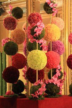 Wedding Bouquets Carnations Flower Ball Ideas For 2019 Flower Ball, Flower Show, Creative Flower Arrangements, Floral Arrangements, Unique Flowers, Amazing Flowers, Office Deco, Wedding Bouquets, Wedding Flowers