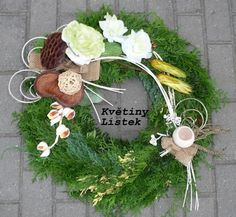 DUŠIČKY | Naučit se .CZ Funeral Flower Arrangements, Funeral Flowers, Floral Arrangements, Autumn Wreaths, Christmas Wreaths, Sympathy Flowers, Mixed Media Collage, Ikebana, Grapevine Wreath