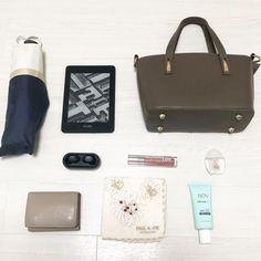 ミニマリスト女性の休日用バッグの中身全部公開【30代】 | クリアリストドットコム What In My Bag, What's In Your Bag, Minimalist Bag, You Bag, My Bags, My Style