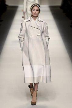 ちょうど:フル新しい参照してください@ フェンディ #AW15のコレクションを、まっすぐにミラノファッションウィークからのhttp:// uk.bazaar.com/1zhzTmi #IMF