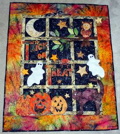 Happy Halloween quilt pattern and kit at Stitches of Love Quilting. No scary black cats. just three normal, everyday house cats dressed up for the holiday. Halloween Quilt Patterns, Halloween Quilts, Holidays Halloween, Happy Halloween, Halloween Decorations, Halloween Table, Halloween Stuff, Halloween Sewing, Halloween Projects