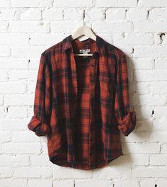 La chemise à carreaux rouge : un basique mode en 5 modèles à shopper >> http://www.taaora.fr/blog/post/chemise-femme-carreaux-rouge-noir-tartan-bucheron #chemise #carreaux #basique